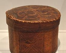Unknown Incised Birch Bark Box   ca. 19th c. Birch bark, sinew and wood 19.5 x 25.0 x 25.5 cm Gift of Dianne O'Neill, Halifax, Nova Scotia, 2017. 2017.92